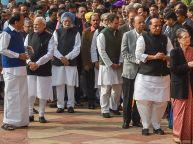 पीएम मोदी - राहुल गांधी का हुआ आमना सामना, लेकिन नहीं हुई कोई बात, देखें वीडियो