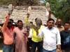 अमेठी में ग्रामीणों ने जूते लेकर किया विरोध-प्रदर्शन, कहा- स्मृति पता बताएं, भेज देंगे