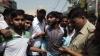 हथियार लहराकर आए बदमाश, बैंक-कैशियर से 24 लाख लूट लिए, आमजन की सतर्कता ने पकड़ाया