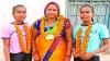 मां ने गहने गिरवी रखकर जुड़वा बेटियों को खेलने भेजा, दोनों जीतकर लाईं मेडल और मां के गले में पहना दिए