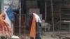 बीमार पिता को कंधे पर लेकर अस्पताल के चक्कर काटता रहा बेटा, मौत