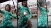बारिश में तेज रफ्तार ऑटो से लटककर युवती ने बनाया TikTok डांस वीडियो, अब खोज रही है पुलिस