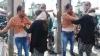 मेरठ: गर्लफ्रेंड को शॉपिंग कराते हुए पकड़ा गया पति, पत्नी ने बीच सड़क पर दोनों को जमकर पीटा