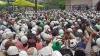 यूपी के बंदायूं जिले में काजी के निधन पर उमड़ी हजारों लोगों की भीड़, वायरल हुआ वीडियो