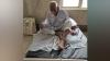 एटा: 90 साल के कैदी को अस्पताल में बेड पर जंजीर से बांधा, फोटो हुई वायरल तो...