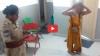 VIDEO: तंग कपड़े पहने नशे में टल्ली युवती ने किया हंगामा