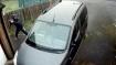 वायरल वीडियो: गाड़ी का शीशा तोड़ रहा था, खुद के ही मुंह पर लग गई ईंट
