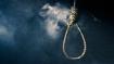 महाराष्ट्र चुनाव के बीच कर्ज में दबे किसान ने पेड़ से लटककर की आत्महत्या, बदन पर थी बीजेपी की टी-शर्ट