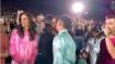 हजारों लोगों को बीच निक और प्रियंका करने लगे किस, वीडियो तेजी से हो रहा वायरल