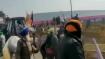 VIDEO: गणतंत्र दिवस पर ट्रैक्टर रैली करते किसानों ने दिल्ली में घुसने के लिए पुलिस-बैरिकेड्स तोड़े
