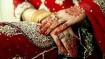 शादी के एक साल बाद हैंडसम पति हुआ 'गंजा', तलाक लेने पर अड़ी पत्नी