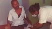 झारखंडः दोनों हाथ नहीं होने पर दिव्यांग युवक ने जांघ में लगवाई कोरोना वैक्सीन, लोगों के लिए बना मिसाल