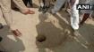 आगरा: 100 फीट गहरे बोरवेल में गिरा 4 साल का मासूम, रेस्क्यू ऑपरेशन जारी