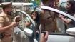 बाराबंकी: बीच सड़क पर युवती का हाई-वोल्टेज ड्रामा, दरोगा को दिया धक्का, गिरा दी टोपी