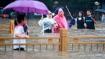 चीन में भीषण बारिश से हाहाकार, पानी से लबालब भरे गैरेज में फंसा शख्स 3 दिन बाद बचाया गया