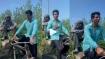 रिक्शा चलाते हुए Sonu Sood ने वीडियो किया शेयर, दूधवाले से डिस्काउंट मांगते हुए आए नजर