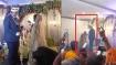VIDEO: दूल्हे के गले में जयमाला डालकर 'भागी' दुल्हन, फिर पहुंचे दोस्त और इस तरह की मदद