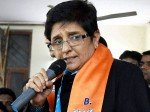 Bjp Cm Candidate Kiran Bedi Trying To Run Away From Interview With Tv Anchor
