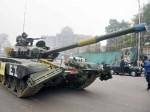 लखनऊ की सड़कों पर उतरे टैंक और बड़ी संख्या में सेना के जवान