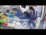 चंद मिनटों में महिला ने दुकानदार को लगाया लाखों का चूना, Video हुआ वायरल