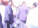 मध्य प्रदेश के CM शिवराज सिंह फिर सुर्खियों में, नंगे पैर चल रहे CM का जूता अधिकारी ने उठाया