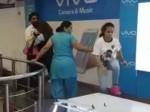 दिल्ली: तीन महिलाओं ने मोबाइल स्टोर में किया भयंकर तांडव, सामने आया VIDEO