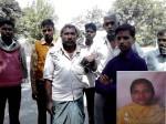 पड़ोसी के घर गई महिला नहीं लौटी, खेत में मिली अर्द्धनग्न लाश