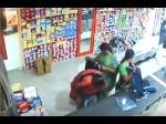 साड़ी के नीचे चोरी का सामान छुपाकर दुकानदार को लगाया लाखों का चूना, Video वायरल