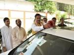 डिप्टी सीएम केशव प्रसाद मौर्य ने खुद हटाई अपनी गाड़ी से लालबत्ती, तस्वीरें वायरल