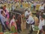 मोदी समर्थक ने सूरत में 10 हजार बच्चियों में बांट दिए 200 करोड़ रुपए