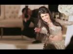 VIDEO: शादी में विदेशी दुल्हन के देशी ठुमकों ने लोगों को बनाया दीवाना, इंटरनेट पर मची खलबली
