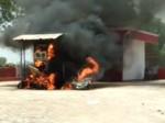 पेट्रोल पंप पर भड़की आग, जान बचा भागे लोग, देखिए वीडियो