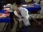 VIDEO: बदायूं के थाने में दारोगा ने सपा नेता को झुका-झुकाकर लाठियों से मारा