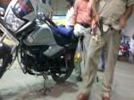 VIDEO: यूपी के दरोगा जी का हाल, पैंट खोलकर लहराते रहे पिस्तौल