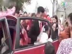 Video:दुल्हन ने मांगा नेग तो दूल्हे को आया गुस्सा,खींचकर कार से निकाला और फिर...