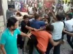 VIDEO: दहेज के लिए होता रहा झगड़ा, चुपचाप देखती रही पुलिस