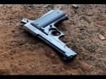 गलती से बंदूक पर बैठा शख्स,प्राइवेट पार्ट में लग गई गोली
