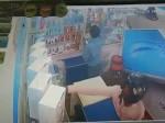 VIDEO: हेलमेट वाला चोर कर गया मोबाइल पर हाथ साफ