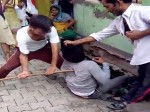 VIDEO: कपड़े बेचने आए युवक ने की छेड़खानी, पड़ा बहुत महंगा!