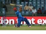 जिसे पाकिस्तान पुलिस ने पीटा था उसने 21 छक्के ठोक कूट डाले 200 रन