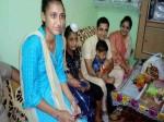 रक्षाबंधन के दिन शहीद के घर पहुंचा यह IAS, बेटी को लिया गोद