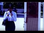 Video:रास्ते पर अचानक फटने लगे लड़की के कपड़े, हिला कर रख देगा ये वीडियो