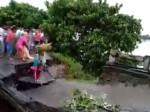 बिहार: इस भयावह वीडियो में देखिए कैसे पुल के साथ-साथ 3 लोग भी बह गए