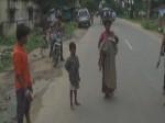 एंबुलेंस ना मिलने पर बच्चे को ले 10 किमी पैदल चली विधवा, गोद में तोड़ा मासूम ने दम