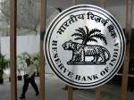 बैंक खातों को आधार से जोड़ने वाली खबर पर RBI का बयान