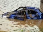 ट्रक की टक्कर से कार सीधे नदी में जा गिरी, तीन लोगों की मौत