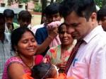 गोरखपुर: दम तोड़ रहे बच्चों के लिए फरिश्ता बने डॉ. कफील, अपनी कार में ढोए 12 सिलेंडर