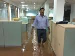 मुंबई बारिश: सरकार ने दी हिदायत, घरों में ही रहें, मोबाइल चार्ज रखें