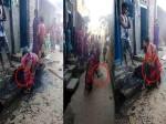 VIDEO: जब नाली से उठा-उठा कर एक दूसरे पर कचरा फेंकने लगी महिलाएं