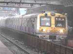 #mumbairains: इसलिए ही लोकल ट्रेन को कहते हैं मुंबई की लाइफलाइन, फिर बनी संकट मोचन